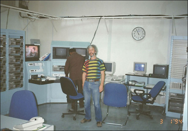dead-head_Monte-qatar01_1994_Monte_at_Master_Control.jpg