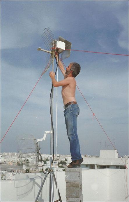 dead-head_Monte-qatar10_1994_QCV_MMDS_ladder_tiptoes.jpg
